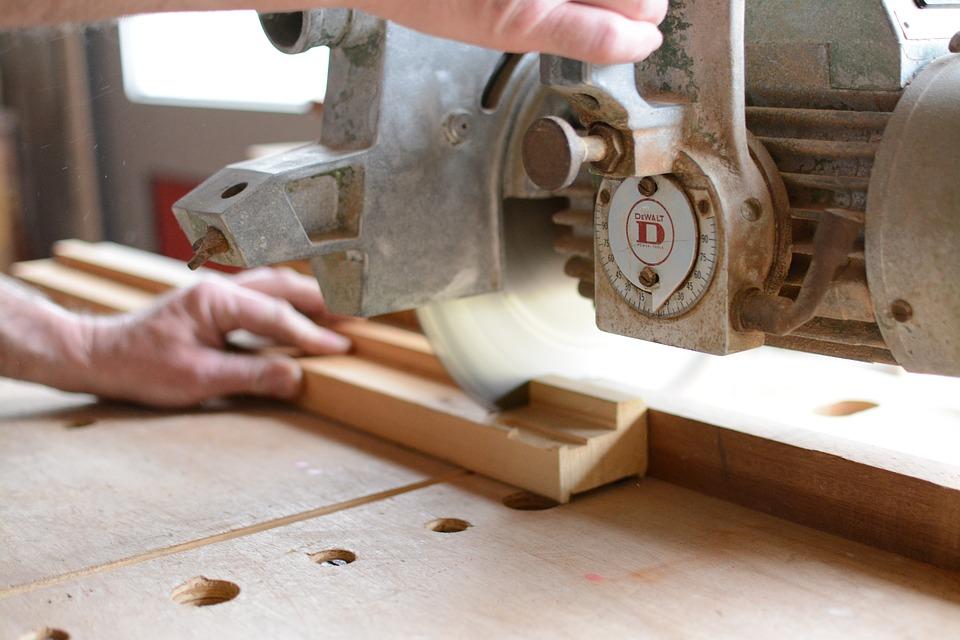 Comment devenir un charpentier sans expérience ?